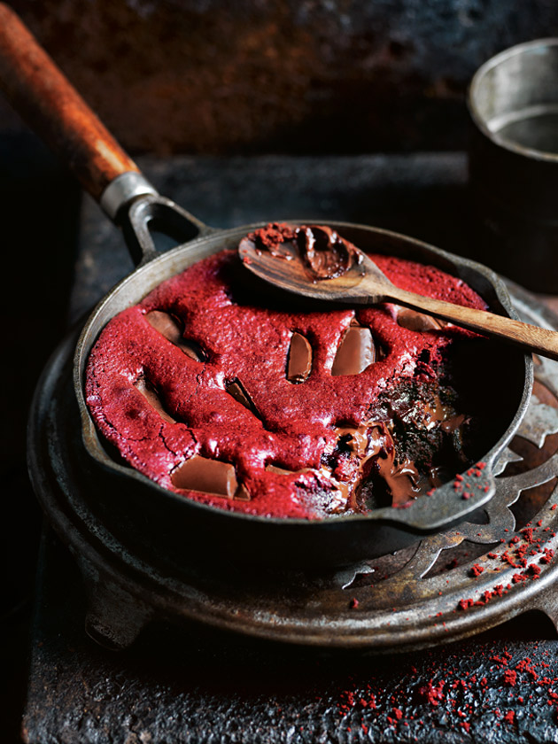 SKILLET DESSERTS RED VELVET BROWNIES MADE IN A FRYING PAN