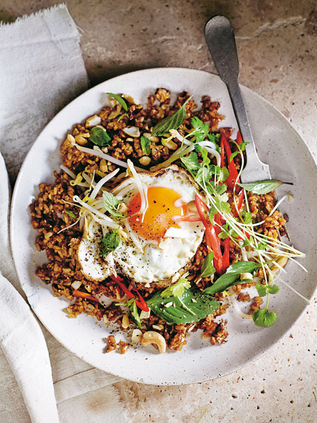 ASIAN-INSPIRED BROWN RICE NASI GORENG
