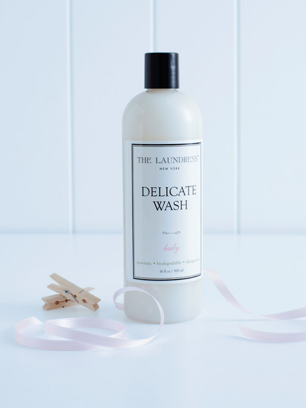 DELICATE WASH THE LAUNDRESS