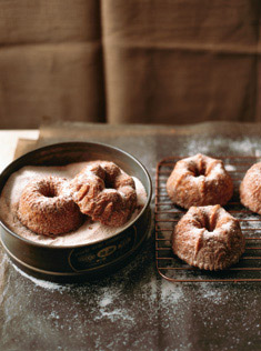 cinnamon sugar-coated maple apple cakes