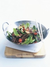 beef and cashew stir-fry