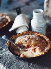 apple, rhubarb and cinnamon pan pies
