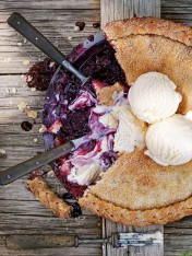 blackberry and elderflower pie
