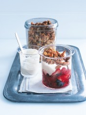 berry and maple crunch breakfast jars