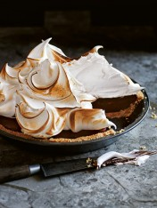 chocolate s'more meringue pie