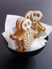 halloween gingerbread skeletons