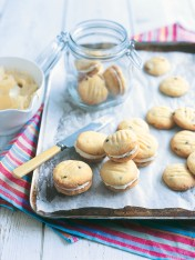 yoyo biscuits with creamy passionfruit filling
