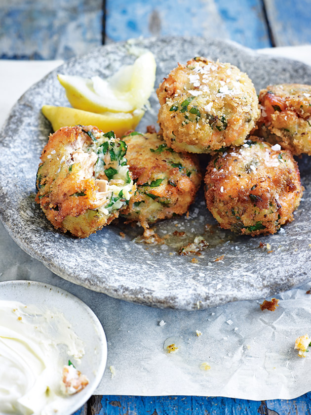 home / recipes / / fish cakes with horseradish crème fraîche